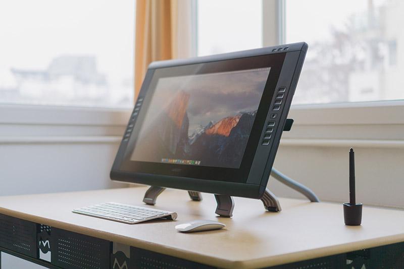 tablette graphique avec écran sur bureau