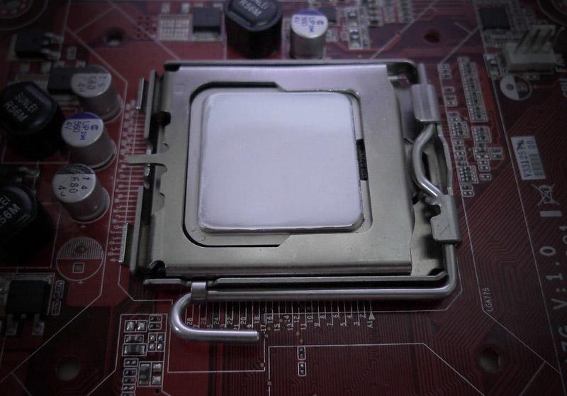 pâte thermique étalé sur processeur